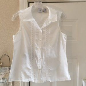 Cute GAP sleeveless white blouse with lace